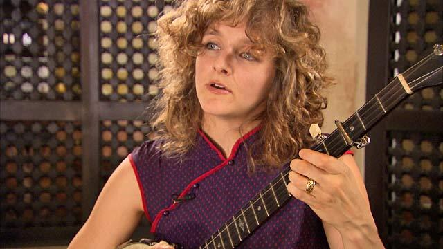 "Abigail Washburn Performs ""City of Refuge"""