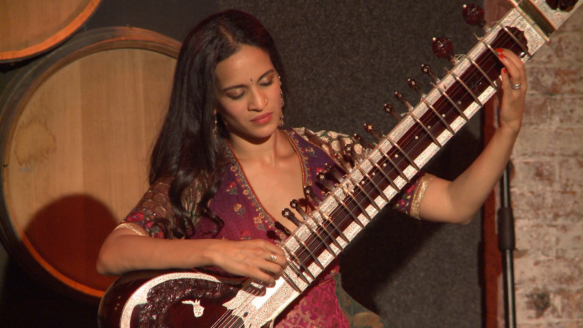 Quick Hits: Anoushka Shankar performs Casi Uno